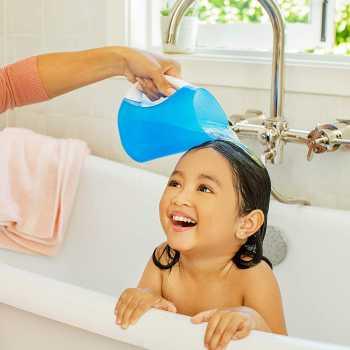 Munchkin Bath Essentials Set with Bonus Wind-Up Swimming Penguin